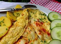 Filé z tresky zapečené v omeletě s pažitkou