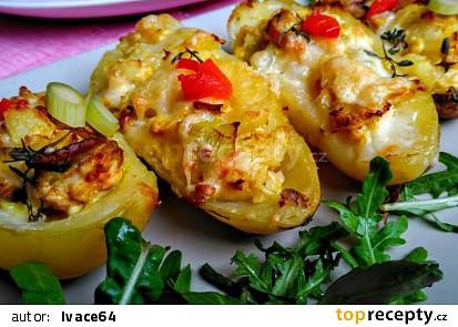 Plněné brambory s vejci, bylinkami a žampiony, zapečené s balkánským sýrem