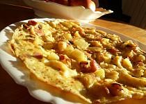 Selská omeleta s bramborami a slaninou