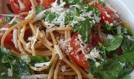 Špagety se syrovými marinovanými rajčaty
