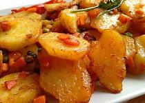 Restované brambory se zeleninou jako příloha