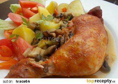 Uzená kuřecí stehna na červené cibuli se žampiony