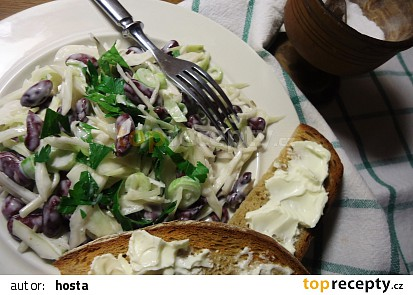 Zelný salát s fazolemi