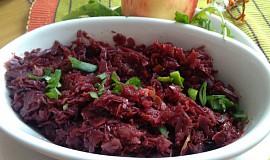 Červené zelí s jablky a červenou řepou k pečenému masu (kachně, huse)