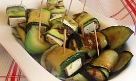 Cuketové závitky s tofu chilli