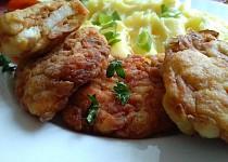 Křupavé placičky s kuřecím masem,  lečem a uzeninou