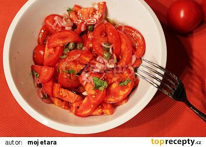 Rajčatový salát s kapary