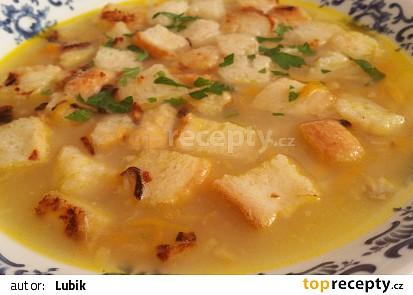 Rybí polévka s česneko-cibulovými krutony