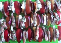 Špízy z vepřové panenky s jablky a šalvějí