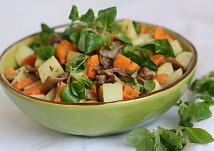 Hlívový salát z batátů,  brambor a polníčku