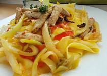 Pappardelle s krůtím masem a barevnými paprikami