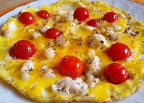 Vaječná omeleta s restovaným květákem a cherry rajčaty