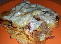 Zapékané brambory s mletým masem a červenou řepou