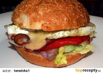 Hamburger s grilovaným hermelínem