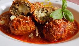 Kuličky z mletého masa plněné mozzarellou