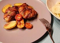 Kuřecí stehna s pestem balená ve slanině