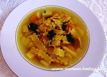 Maričina zdravá polévka s domácími kurkumovými těstovinami