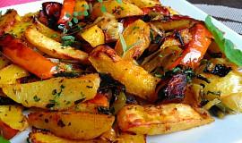 Pečená dýně s bramborami, pórkem a česnekem