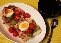 Skotská snídaně s anglickou slaninou