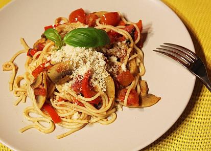 Špagety s rajčaty a žampiony
