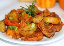 Pečené kousky brambor, batátů a dýně s rozmarýnem a skořicí