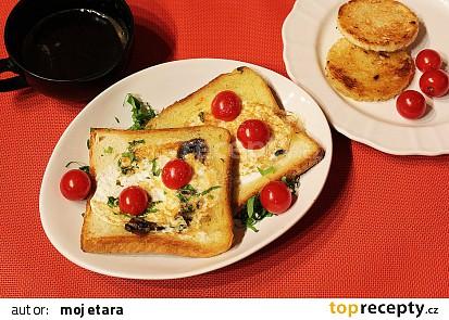 Děravý toast s vejcem a žampiony