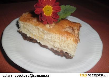 Dvojbarevný koláč s tvarohem a ovocem