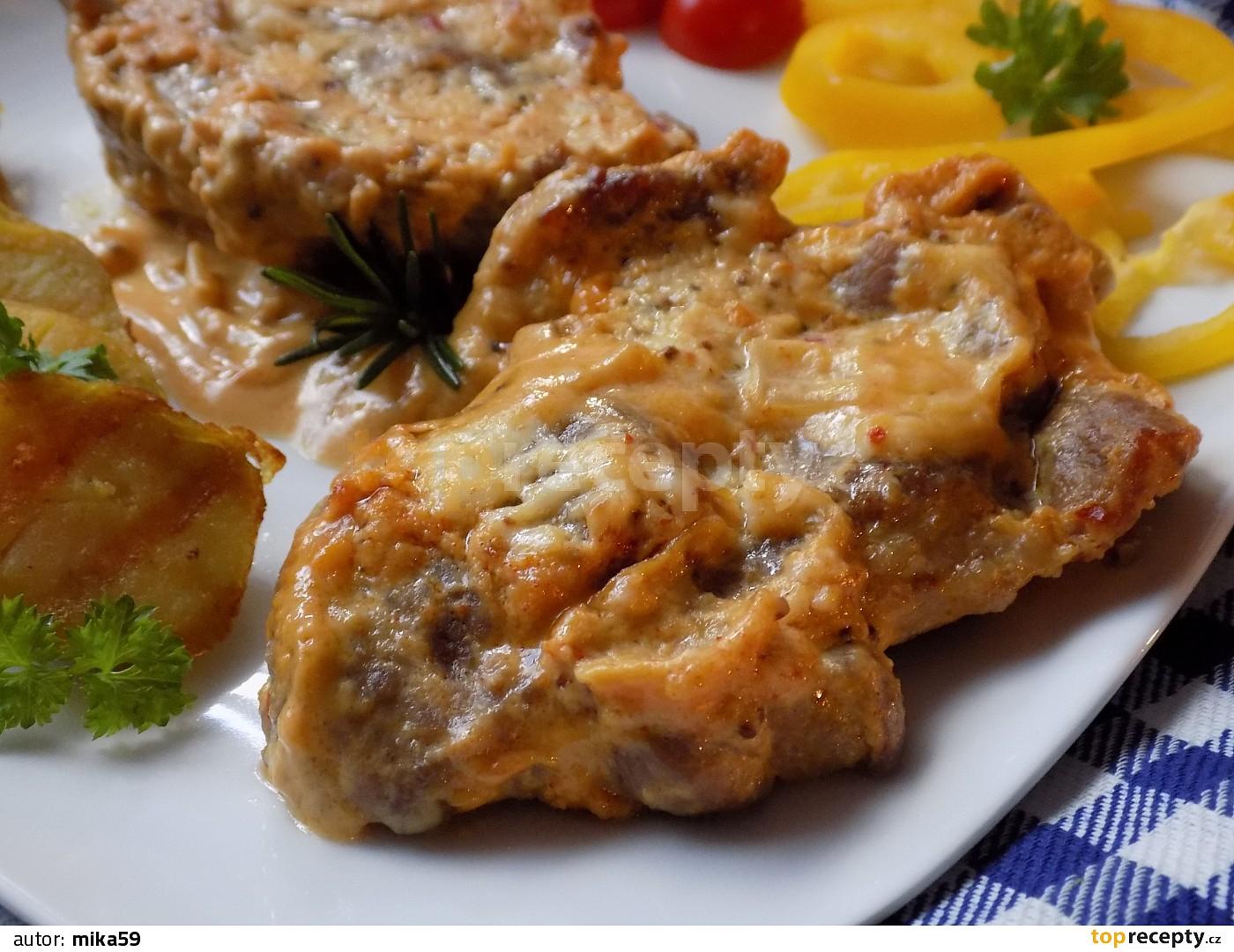 Pomalu pečená vepřová krkovice na voňavém zelí recept