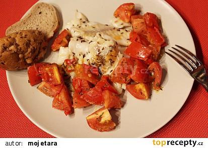 Rychlá ryba s pikantními rajčaty
