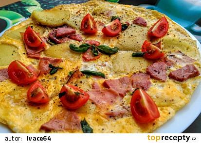 Omeleta z bramborových knedlíků, uzeniny a vajec