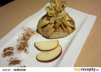 Palačinka - měšec s jablečnou náplní