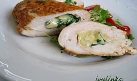 Papriková kuřecí prsíčka plněná Camembertem a rukolou