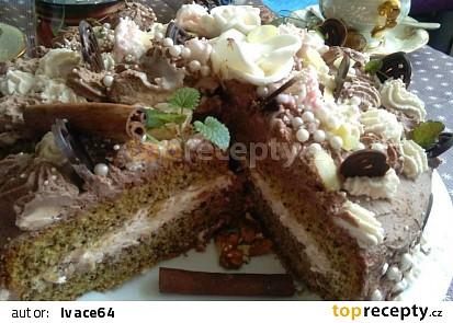 Ořechový dort  s dvoubarevnou šlehačkou a růžičkami