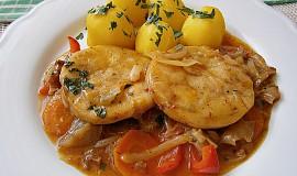 Rybí Hoki medailonky na špeku, se zeleninou a bramborem