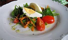 Salát z polníčku s mrkví a s vejcem natvrdo