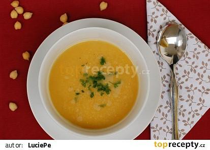 Cizrnová polévka s mrkví a celerem