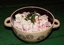 Rajčatový salát se špekáčkem
