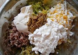 Vajíčková pomazánka se sýrem, uzeninou a pórkem