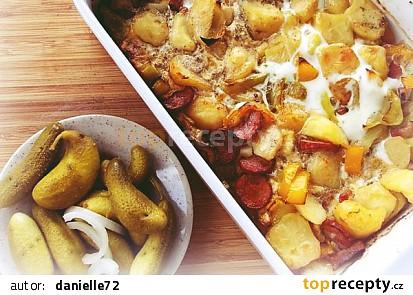 Zapečené brambory s klobásou a slaninou