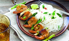 Grilované krevetí špízy s kokosovými nudlemi