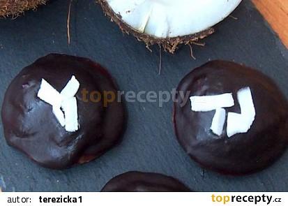 Kokosové koláčky s višnemi