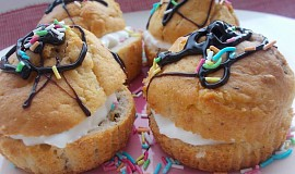 Plněné muffinky s čokoládou, kokosem a banánem