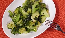 Restovaná brokolice s česnekem
