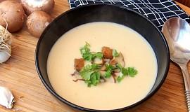 Bílá polévka s pečeným česnekem