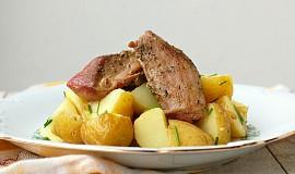 Krůtí stehna s provensálským kořením a pažitkovými brambory