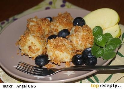 Mandlovo-jablečné knedlíčky s karamelovou strouhankou