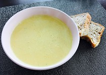 Pórková polévka se zakysanou smetanou