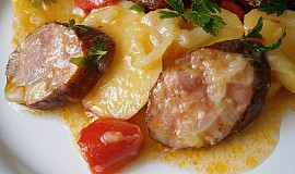 Rychlé brambory s klobásou a zeleninou