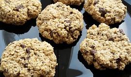 Veganské ''cookies'' kokosové sušenky z ovesných vloček s kousky čokolády