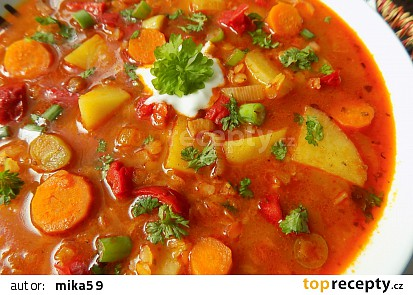 Zeleninový guláš s červenou čočkou